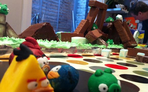 angry-birds-cake-playable